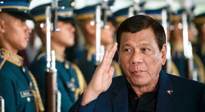 Tong thong Duterte thach quan doi Philippines dao chinh hinh anh