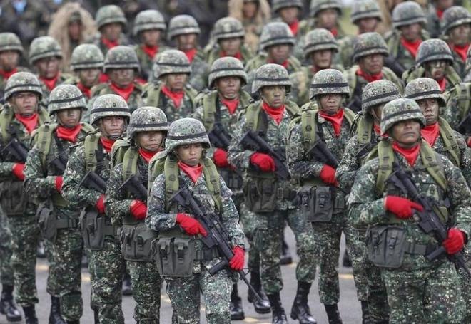 Tong thong Duterte thach quan doi Philippines dao chinh hinh anh 3