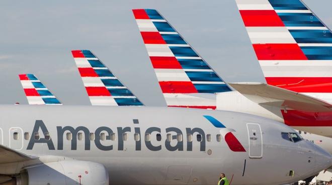Nhieu khach Viet to bi American Airlines bo roi tai san bay Hong Kong hinh anh