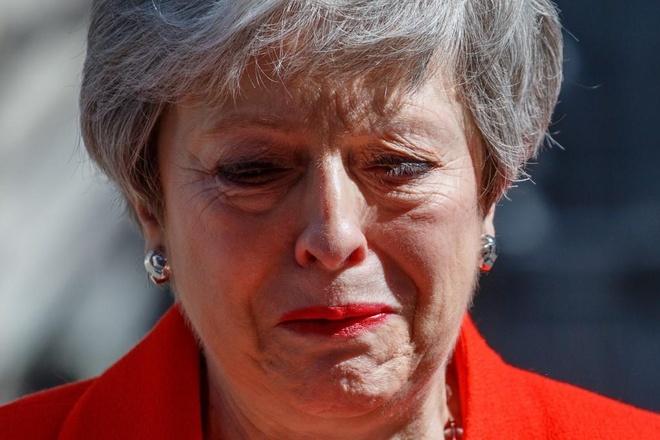 Thủ tướng Anh từ chức trong nước mắt, kết thúc 3 năm khổ sở với...