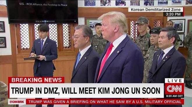 Tong thong Trump den DMZ anh 19