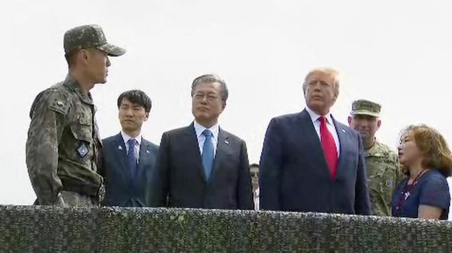 Tong thong Trump den DMZ anh 26