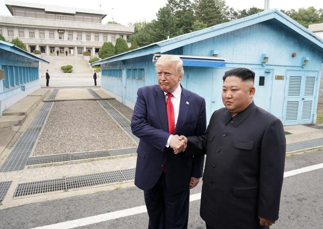 Tong thong Trump den DMZ anh 12