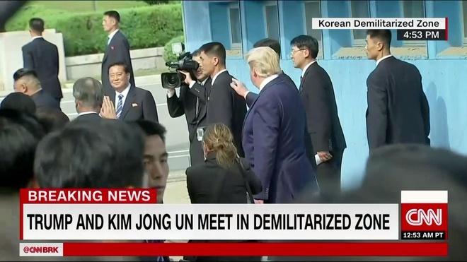 Tong thong Trump den DMZ anh 4