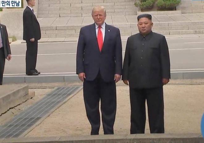 Tong thong Trump den DMZ anh 16