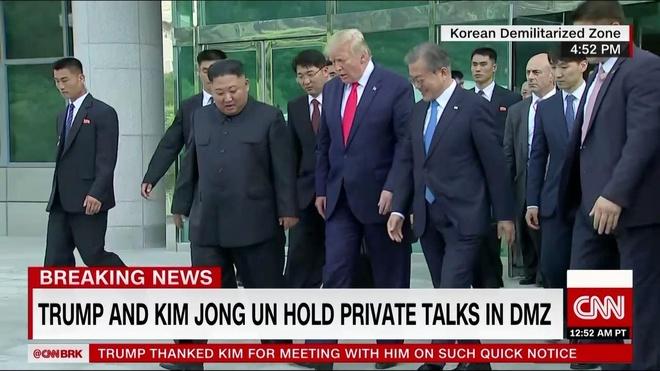 Tong thong Trump den DMZ anh 5