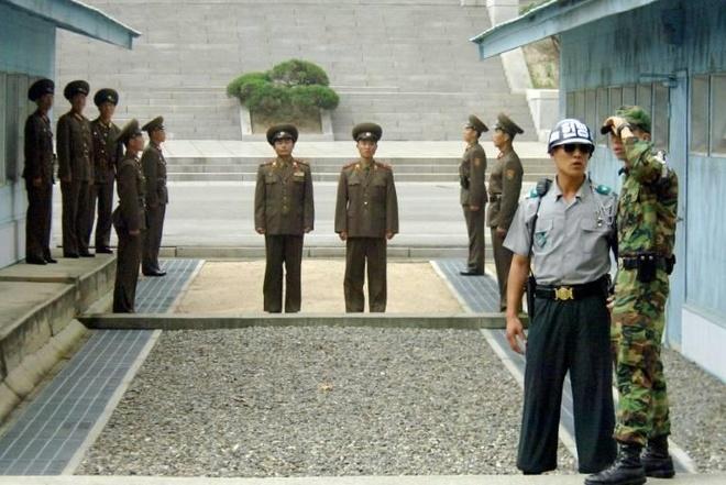 Tong thong Trump den DMZ anh 20
