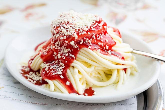 Mon kem co hinh dang nhu spaghetti doc dao cho ngay he hinh anh