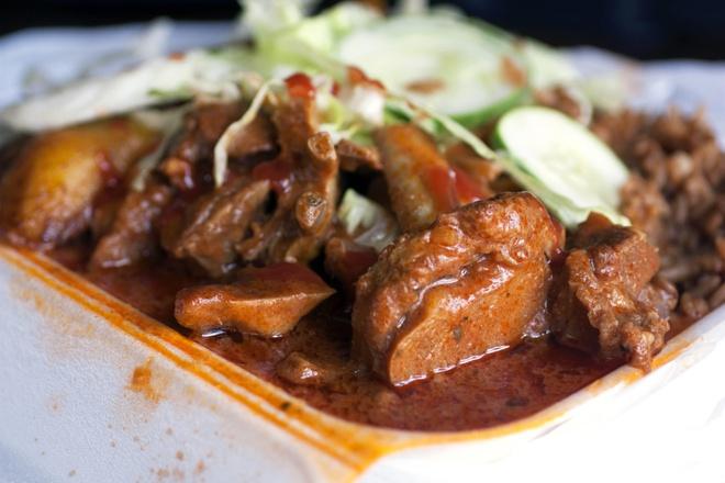 Thưởng thức ẩm thực địa phương tại khu chợ nổi tiếng ở Curacao