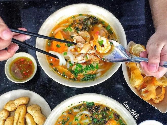 Banh canh cua TP.HCM chinh phuc khach Tay lan dau nem thu hinh anh