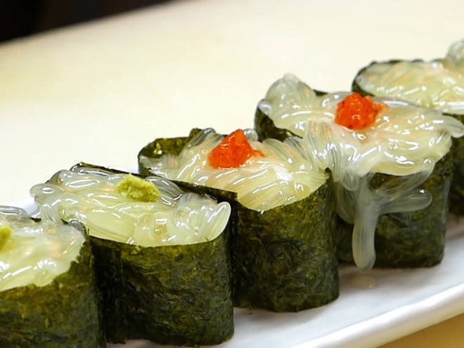 Nguoi Nhat lam sushi tu trung bach tuoc tuoi hinh anh