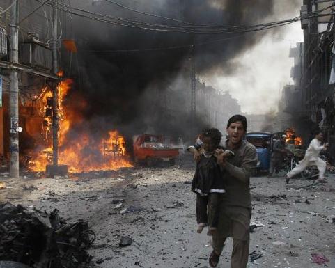 Bom no trong cho tai Pakistan, 33 nguoi chet hinh anh