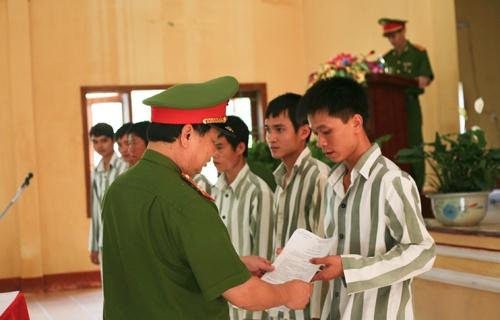 Ngay Ve Cua Hon 400 Pham Nhan Tai Trai Giam Quyet Tien Hinh Anh 3