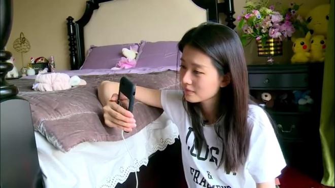 My nhan 9X giau co nhat showbiz Trung Quoc song xa xi nhu the nao? hinh anh 6
