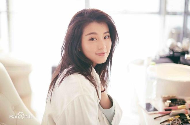 My nhan 9X giau co nhat showbiz Trung Quoc song xa xi nhu the nao? hinh anh 2