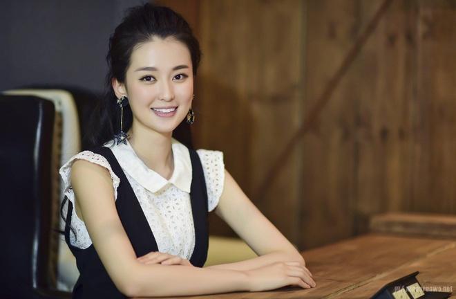 My nhan 9X giau co nhat showbiz Trung Quoc song xa xi nhu the nao? hinh anh 13