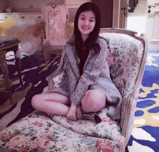 My nhan 9X giau co nhat showbiz Trung Quoc song xa xi nhu the nao? hinh anh 5