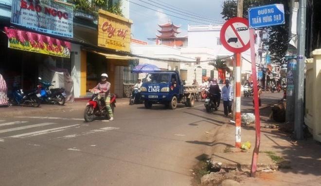 Binh Thuan bac tin don CSGT ep xe, nguoi dan te chet hinh anh