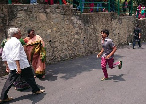 Ảnh người dân Pokhara chạy ra đường mỗi khi dư chấn. Ảnh: NVCC