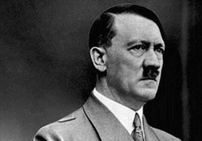 Vi sao Hitler cam thu va muon tan sat nguoi Do Thai? hinh anh 1 Trùm phát xít Đức Adolf Hitler. Ảnh: Daily Beast