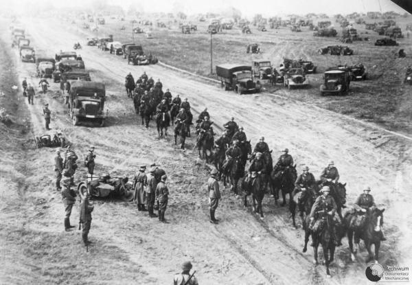Nhung tran chien ac liet nhat The chien II hinh anh 5 Kỵ binh và xe cơ giới của quân đội Đức tiến vào Ba Lan năm 1939. Ảnh: Wikipedia