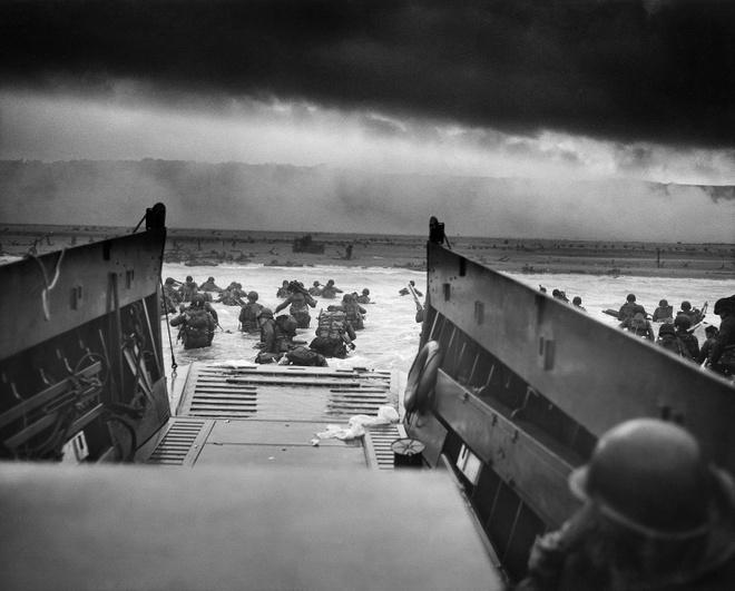 Nhung tran chien ac liet nhat The chien II hinh anh 2 Lính Mỹ đổ bộ bờ biển ở Normandy ngày 6/6/1944. Ảnh: Wikipedia