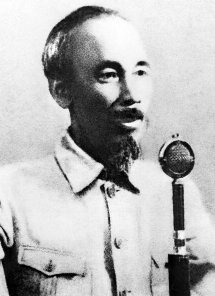 Chu tich Ho Chi Minh qua anh quoc te hinh anh 8 Chủ tịch Hồ Chính Minh đọc Tuyên ngôn Độc Lập tại Quảng trường Ba Đình ở Hà Nội vào ngày 2/9/1945.