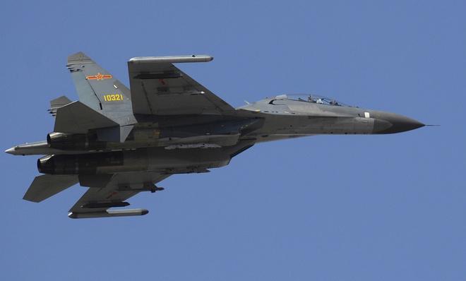Nhung lan doi dau tren khong giua My va Trung Quoc hinh anh 4 Một chiếc Su-27 của quân đội Trung Quốc. Ảnh: Wikipedia