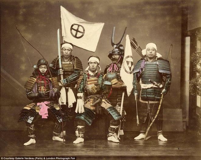 Anh mau hiem ve geisha va samurai Nhat Ban hinh anh 7 Ngoài những geisha, ông Beato cũng chụp một số ảnh về các samurai dũng mãnh ở Nhật Bản.