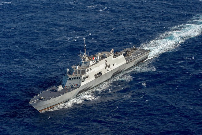 Doi thoai Shangri-La: Co hoi ha nhiet Bien Dong hinh anh 3 Tàu tác chiến ven bờ USS Fort Worth hoàn thành chuyến tuần tra trên Biển Đông kéo dài 1 tuần vào giữa tháng 5. Ảnh: CNN
