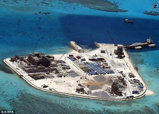 Doi thoai Shangri-La: Co hoi ha nhiet Bien Dong hinh anh 1 Hoạt động xây dựng trái phép của Trung Quốc trên Đá Gạc Ma thuộc quần đảo Trường Sa của Việt Nam. Ảnh: EPA