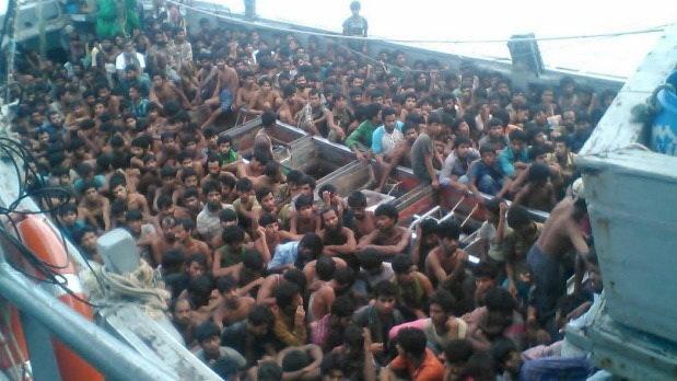 Myanmar phat hien 727 nguoi di cu tren con tau troi dat hinh anh