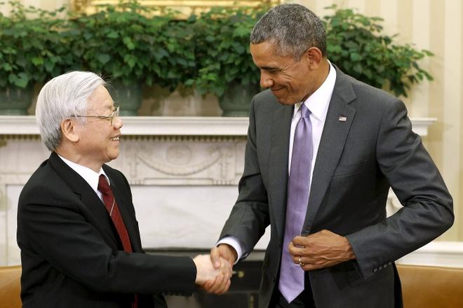 Viet - My va su can bang giua cac nuoc lon hinh anh 2 Tổng Bí thư Nguyễn Phú Trọng bắt tay cùng Tổng thống Mỹ Barack Obama sau cuộc hội đàm ở Nhà Trắng ngày 7/7. Ảnh: Reuters