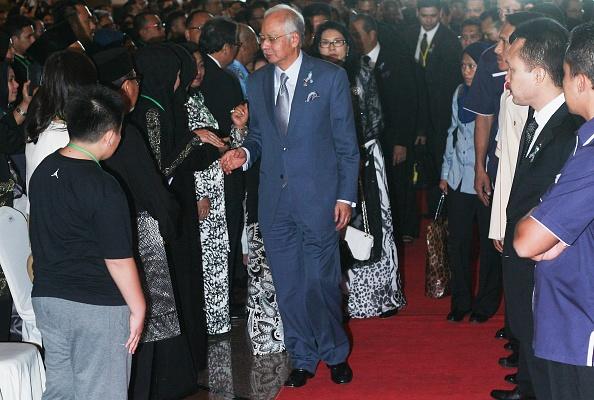 Dan Malaysia roi nuoc mat tuong niem 1 nam tham kich MH17 hinh anh 4 Thủ tướng Razak đến gặp và chia buồn cùng người nhà của những hành khách trên chuyến bay MH17 xấu số.