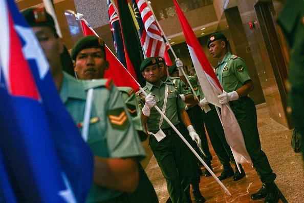 Dan Malaysia roi nuoc mat tuong niem 1 nam tham kich MH17 hinh anh 5 Đội binh sĩ danh dự Malaysia xuất hiện trong lễ tưởng niệm. Ngày 8/7 vừa qua, Malaysia để gửi một bản dự thảo nghị quyết đến các nước thành viên Hội đồng Bảo An Liên Hợp Quốc nhằm vận động thành lập một tòa án quốc tế để buộc tội thủ phạm gây ra thảm kịch.