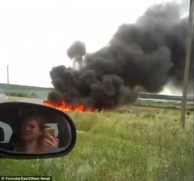 Video moi ve khoanh khac MH17 bi ban roi hinh anh