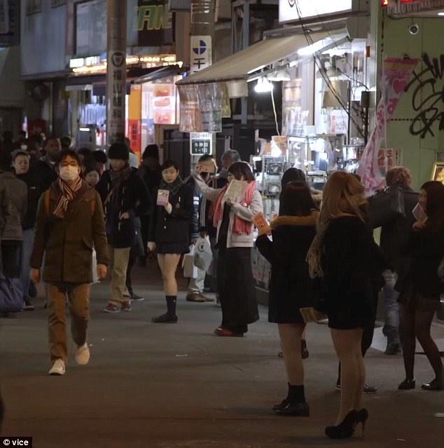 Các thiếu nữ Nhật Bản gặp gỡ trực tiếp