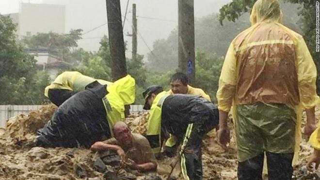 Anh bao lu o chau A an tuong nhat tuan qua (2/8 - 9/8) hinh anh 3 Siêu bão Soudelor đổ bộ Đài Loan (Trung Quốc) vào ngày 8/8 khiến ít nhất 6 người thiệt mạng. Các nhà khoa học cho biết Soudelor là cơn bão thứ 13 trong năm nay, nhưng là cơn bão mạnh nhất.
