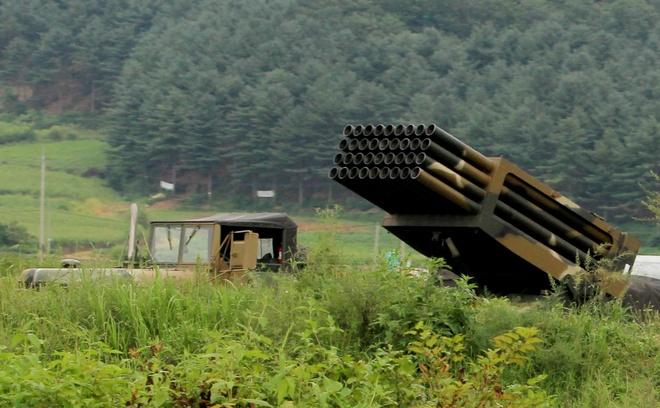 Chien thuat 'ben mieng ho chien tranh' cua Trieu Tien hinh anh 3 Hàn Quốc cũng phản ứng bằng việc điều động vũ khí đến biên giới. Ảnh: Reuters