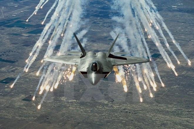 My lan dau trien khai may bay chien dau F-22 tai chau Au hinh anh 1