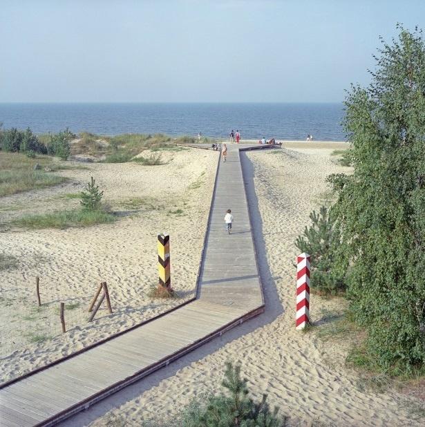 Nhung duong bien gioi ai cung co the vuot qua o chau Au hinh anh 2 Cầu gỗ này là đường biên giới tượng trưng giữa Đức (trái) và Ba Lan (phải) được xây dựng sau Thế chiến 2.