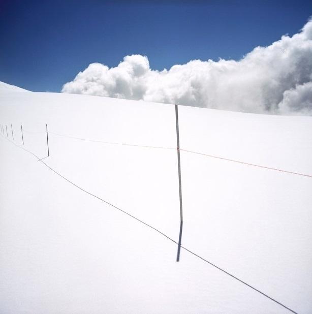 Nhung duong bien gioi ai cung co the vuot qua o chau Au hinh anh 4 Hàng rào dọc núi Alps đánh dấu lãnh thổ giữa Thụy Sĩ và Italy.
