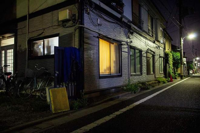 Trao luu hen ho ban gai trong game cua thanh nien Nhat hinh anh 2 Người đàn ông 48 tuổi sống trong ngôi nhà này đã có quen hệ tình cảm với nhân vật Manaka trong 5 năm qua.
