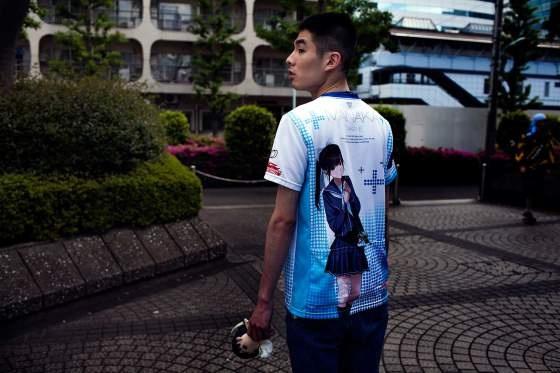 Trao luu hen ho ban gai trong game cua thanh nien Nhat hinh anh 5 Anh Naoki, 25 tuổi, mặc áo thun in hình