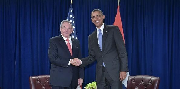 Ong Obama hop song phuong voi Chu tich Cuba Raul Castro hinh anh