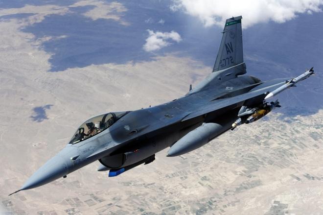 May bay My phai doi huong de tranh chien dau co Nga hinh anh 1 Máy bay chiến đấu F-16 của Mỹ. Ảnh: Stripes