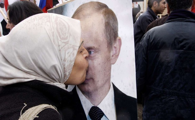 Putin tro thanh than tuong moi o Trung Dong hinh anh