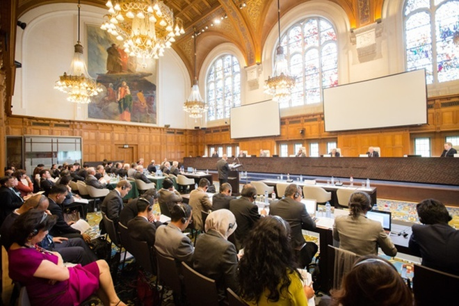 Phiên tòa xem xét vụ kiện của Philippines đối với Trung Quốc về Biển Đông diễn ra tại Cung điện Hòa bình 100 năm tuổi, trong bầu không khí tập trung và căng thẳng.