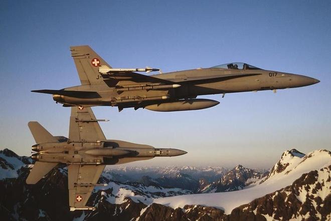 Nga to may bay Thuy Si ap sat phi co cho chu tich ha vien hinh anh 1 Máy bay chiến đấu F-18 của Không quân Thụy Sĩ. Ảnh: Defence Industry