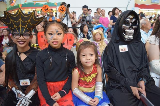 Nguoi Viet o My to chuc thi hoa trang dip Halloween hinh anh